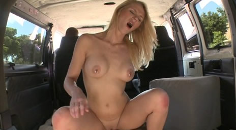 【Bang Bus - 437】超清纯打乳环的性感美少女