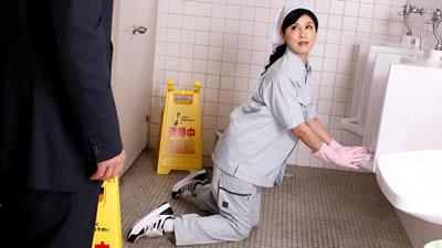 【021019_031】厕所闷绝的漂亮清洁员 森下夕子