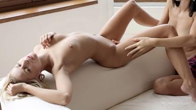 美女模特沙发上自慰抠逼超性感