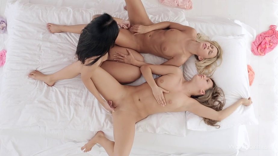[欧美精选]Whitney_Sandy_Bailey_A_Three_Girls_And_One_Bed
