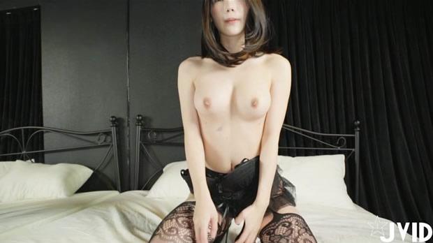性感美眉床上激情薄纱游戏